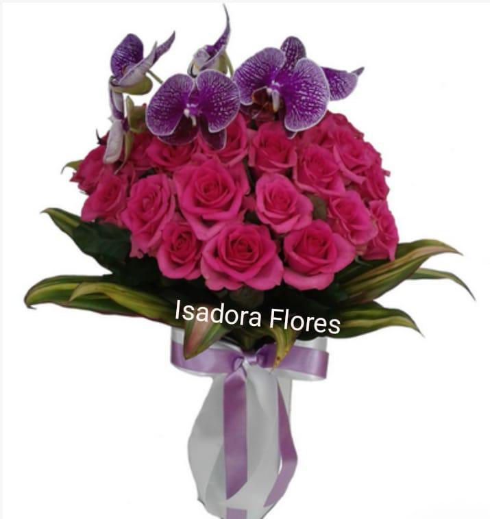 4124 Buquê Glamouroso 20 Rosas Pink e Orquídea Lilas