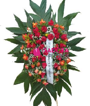 4761 Coroa de Flores com rosas