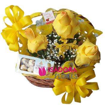 5268 Cesta com rosas amarelas